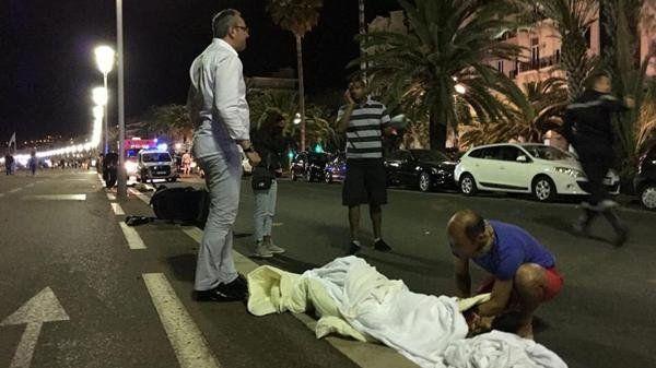 Las autoridades hablaron de decenas de muertos y múltiples heridos