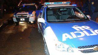 La policía incautó dos armas y detuvo a dos hombres