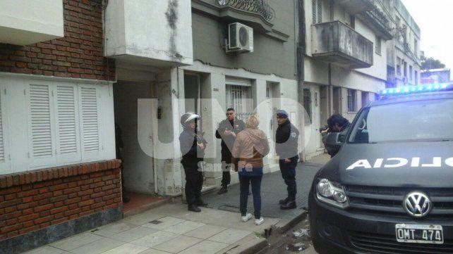 En un intenso operativo persiguieron a un ladrón que se escapó por los techos en pleno centro