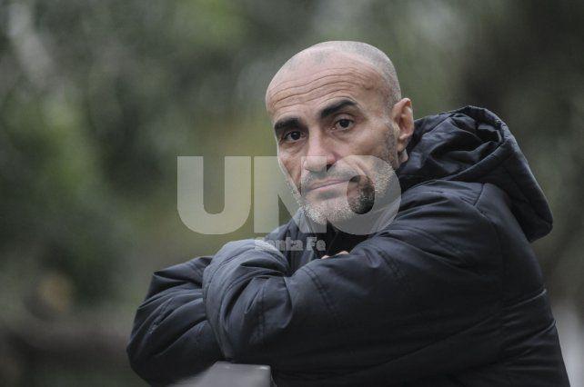 Paolo Montero estará sentando en el banco y en consecuencia debutará dirigiendo al equipo sabalero.