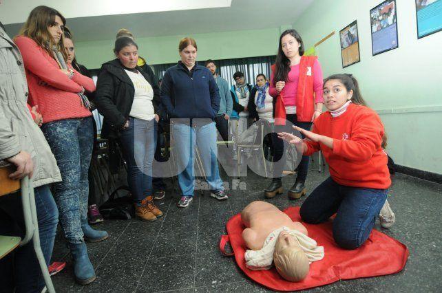 La Cruz Roja brindaría cursos de reanimación en las escuelas de la provincia