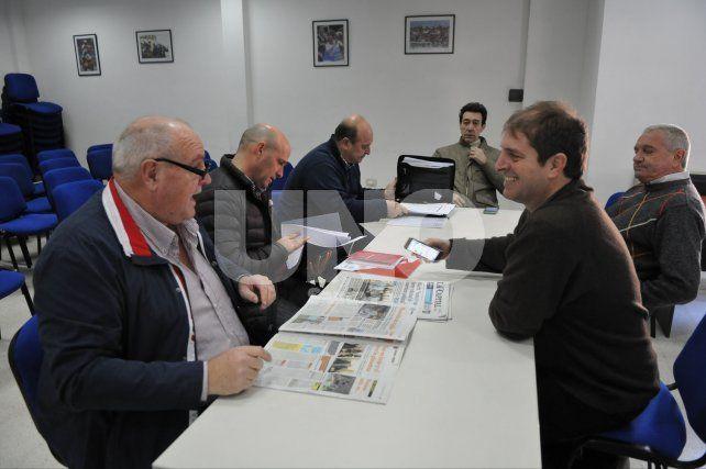 Spahn y Lanzaro tuvieron una nueva reunión este jueves en la sede del club; el gobernador será quien interceda.