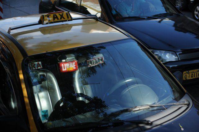 Un taxista acusado de masturbarse delante de una pasajera quedó libre tras pagar una caución de mil pesos