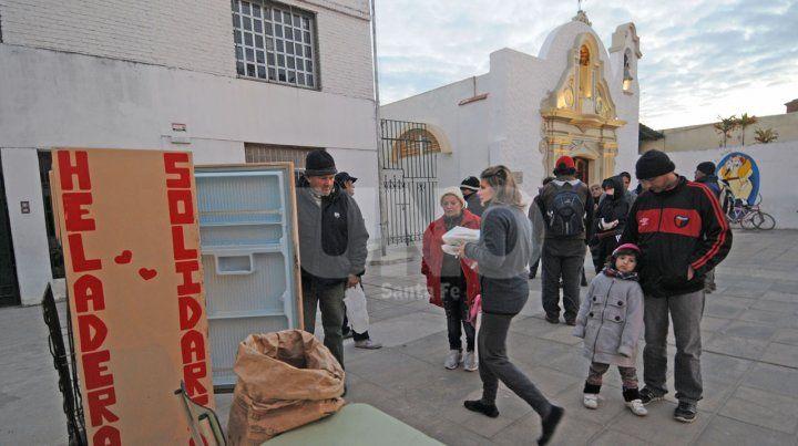 San Antonio de Padua. En la parroquia, más de 250 personas retiran un plato de comida a diario.