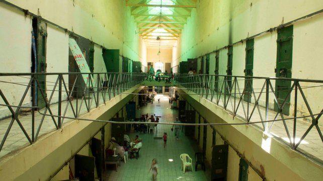 Cárcel. Coronda es la mayor de la provincia con más de mil plazas. Allí son alojados reos del sur y centro norte.