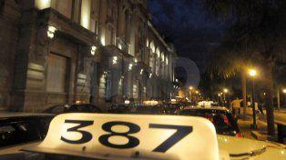 Asaltaron a un taxista amenazándolo con un cuchillo en el cuello