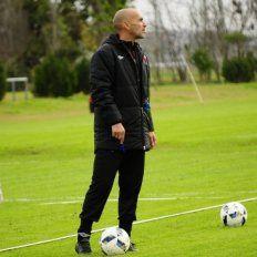 El entrenador uruguayo tiene pensando realizar cuatro cambios para medirse hoy frente a Patronato.