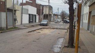 Vecinos reclaman por los baches cerca de López y Planes