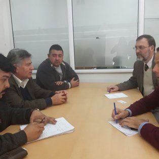 Reunión. Carlos Sánchez, el presidente del Concejo, el secretario general y el fiscal regional Nessier.
