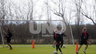 Rául Iberbia jugó los dos amistosos en la formación titular y se afianza en el equipo de Paolo Montero.