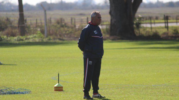 El técnico sigue ensayando con los nombres, pero ya hay una base sólida para el Torneo de Primera.