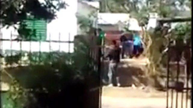 VIDEO: tiroteo entre bandas frente a una escuela de Concordia