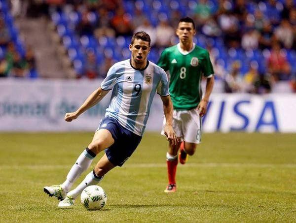 Barcelona quiere a un ex Boca para acompañar a Messi en la delantera
