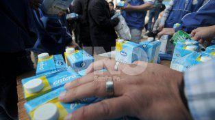 Tamberos regalarán 2.000 litros de leche a modo de protesta
