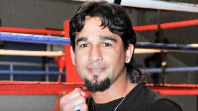 El campeón de boxeo argentino robó, chocó y murió