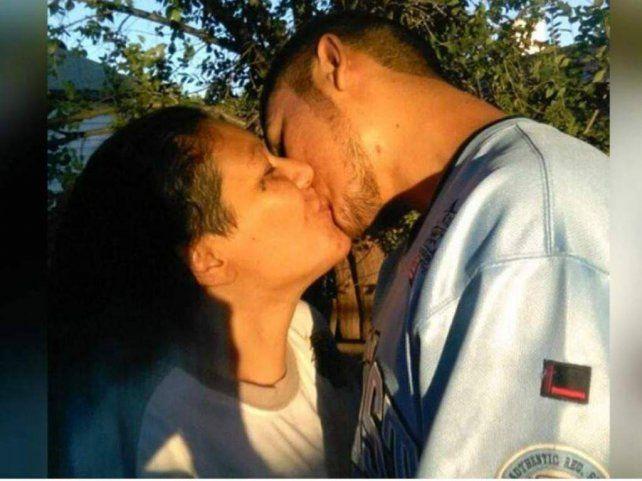 Madre e hijo son novios y van a la cárcel por su relación