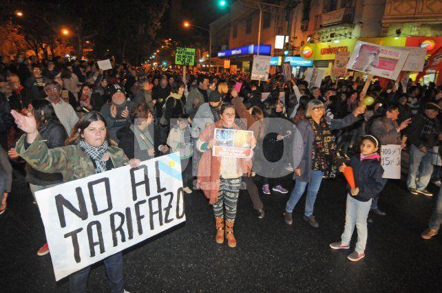 Indignación. Los santafesinos ya salieron a protestar dos veces contra las tarifas.