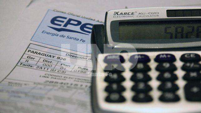 Boletas. El legislador dijo que hoy los usuarios no saben qué hacer con las facturas.
