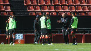 El entrenador rojinegro aprovechó el último trabajo semanal para probar con otro sistema táctico.