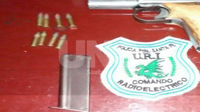 Detuvieron a un hombre armado que intentó eludir un control policial en San Pantaleón