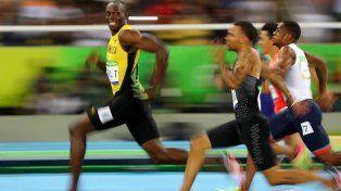 Bolt ganó su serie de 200 metros caminando