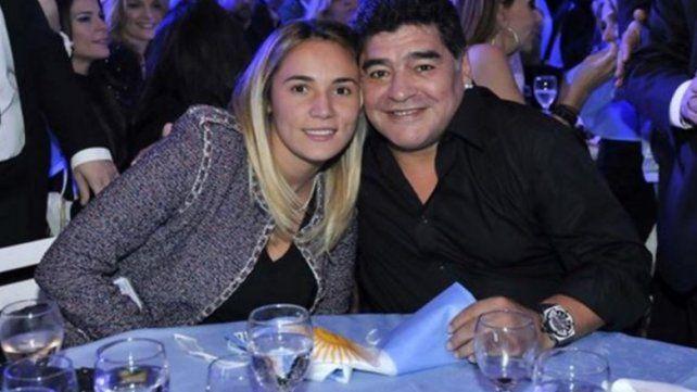 Diego Maradona se hizo un tratamiento de belleza en la cara