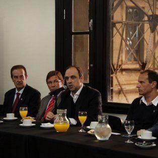 Foro. Mandatarios municipales, legisladores y jefes de comunas se reunieron por la obra.