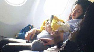 Una beba nació prematura en pleno vuelo y podrá viajar gratis de por vida