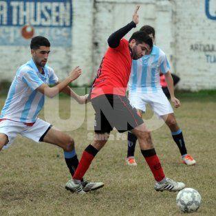 Newells y Argentino este sábado se enfrentan en el Gigante de barrio Roma, en el nuevo horario de las 16.