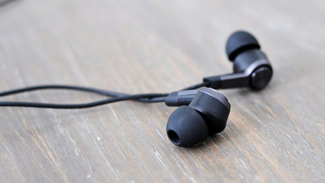 La forma correcta de usar los auriculares