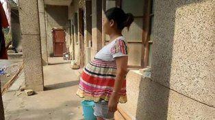 Insólito récord Guinness : hace 17 meses que está embarazada