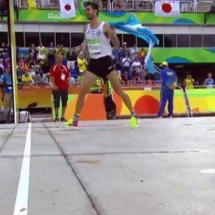 la emotiva llegada del atleta entrerriano durante la maraton en rio