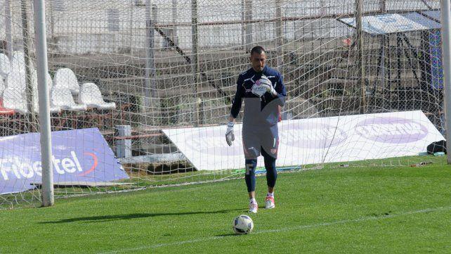 Nereo Fernández desde el arco le transmitirá toda su experiencia al nuevo equipo de Madelón.