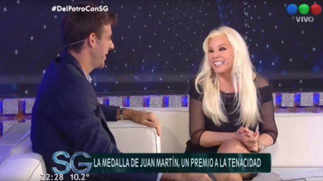 La perlita durante la entrevista con Del Potro