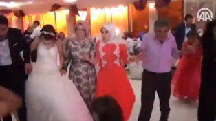 Así fue el momento de la explosión del coche bomba durante una boda en Turquía