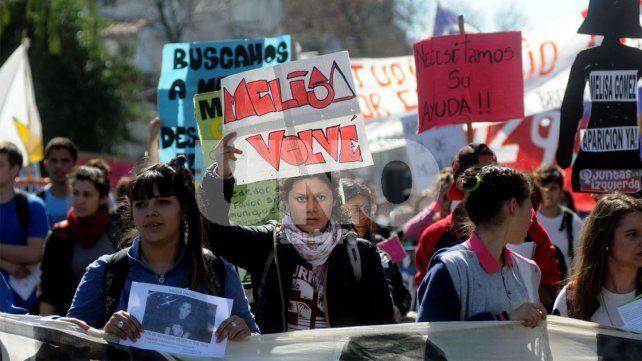 Compañeros de escuela de Melisa Gómez se manifestaron por su búsqueda