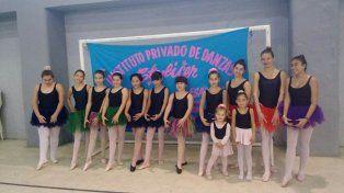 El baile es una forma de educación y cultura a través del cual las nenas aprenden postura, elegancia y respeto.
