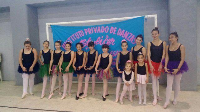 El baile es una forma de educación y cultura a través del cual las nenas aprenden postura