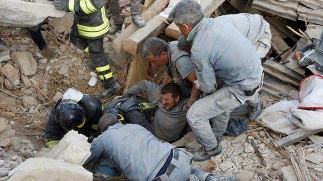 Más de 30 muertos por un fuerte terremoto que golpeó el centro de Italia