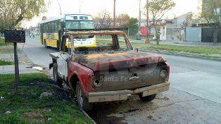Quemaron otros dos autos esta madrugada en la ciudad de Santa Fe