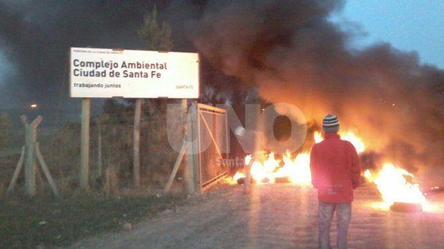 Continúa la manifestación de Carreros frente al relleno sanitario