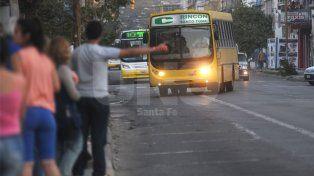 El concejo aprobó reducir los días y horarios del carril exclusivo de calle Rivadavia