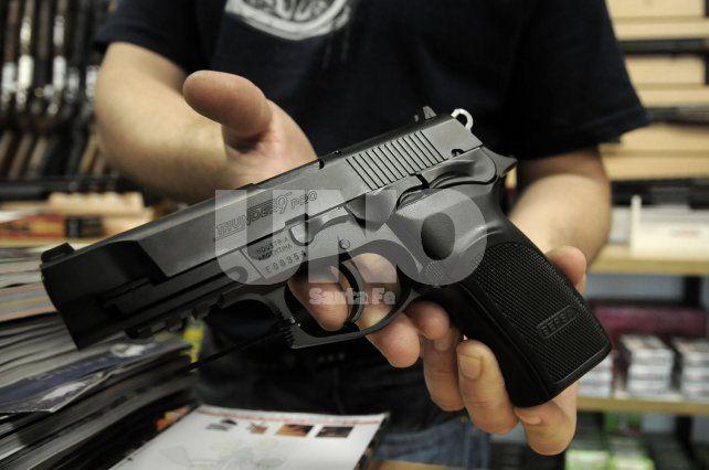 Tendencia. Los negocios coincidieron al asegurar que las armas de gran calibre lideran las ventas.