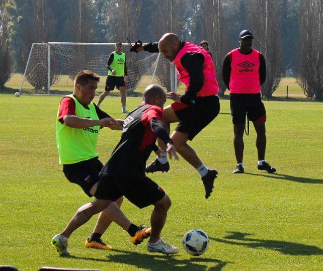 Paolo Montero debutará como entrenador sabalero en el encuentro de esta tarde frente a Aldosivi.