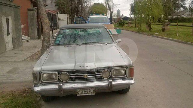 El auto recuperado que pertenece a uno de los empleados del bar asaltado.