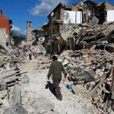 Lanzan una campaña de solidaridad y apoyo a Italia por el terremoto en la vía pública