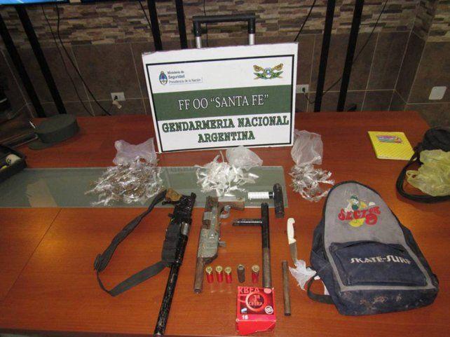 Rosario: Gendarmería detuvo a nueve personas e incautó armas tipo caseras,marihuana y cocaína