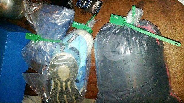 La ropa que la policía se llevó del lugar como evidencia por el robo ocurrida en el mes de Julio pasado.
