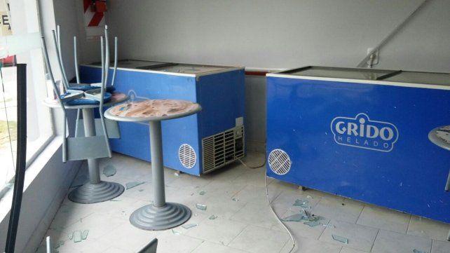 Robo y destrozos en una heladería de avenida General Paz