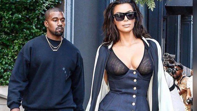 Kim Kardashian y su extraño look por las calles de Los Angeles